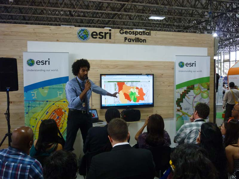 Ashoka demonstrates the functions of Ecocitizen mapping.